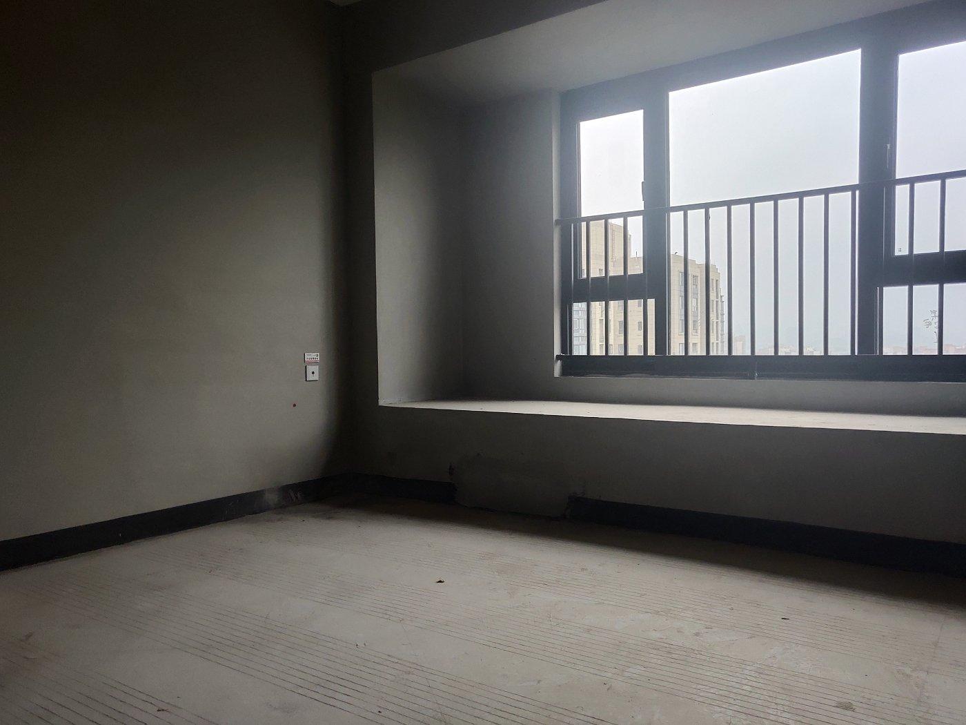 照母山 江山樾三期三房182万二手房卧室图