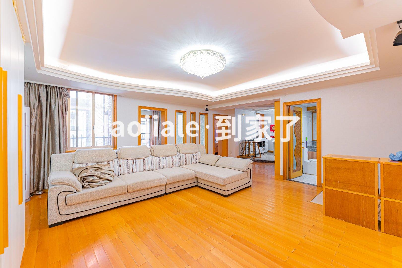 五四温泉 信茂温泉公寓三房498万二手房露台图